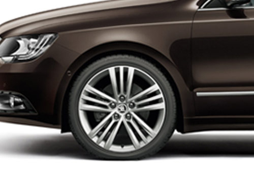 Skoda Superb Wheel and Tyre Exterior Picture