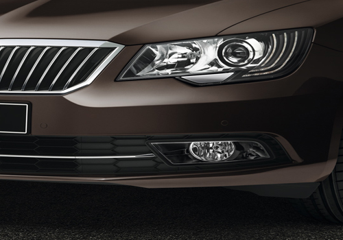 Skoda Superb Headlight Exterior Picture