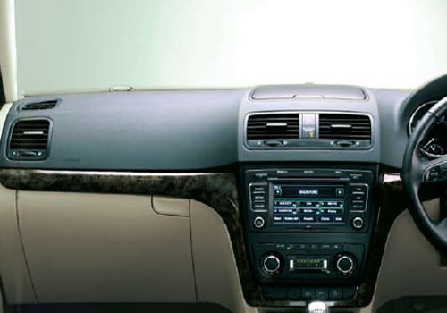 Skoda Yeti Side AC Control Interior Picture