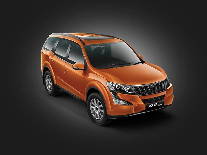 Mahindra XUV500 2016 Front Side View