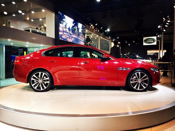 Jaguar XE Side View Picture