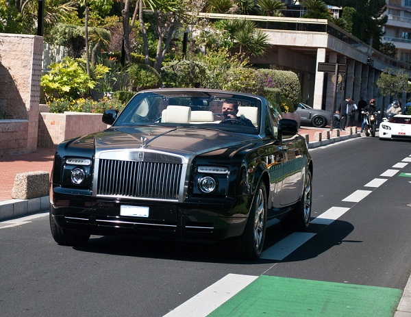 Ronaldo - Rolls-Royce Phantom Drophead Coupe