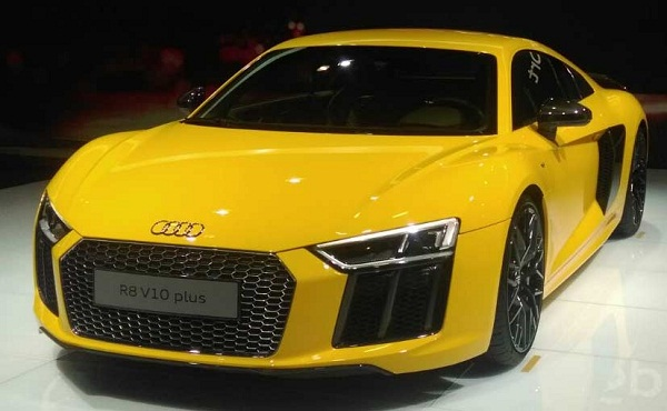 Audi R8 V10 Front View