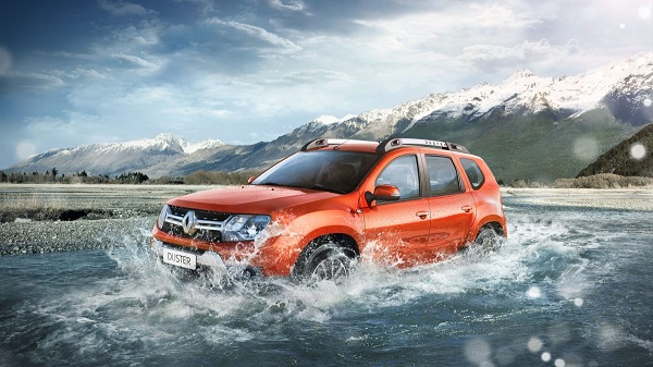 Renault Duster Front Side View