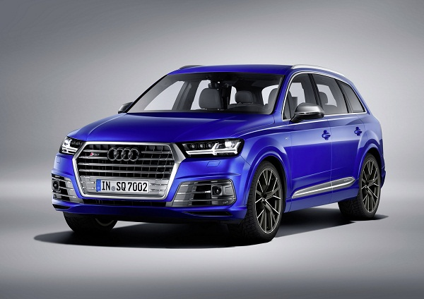 Audi SQ 7 Front Side View