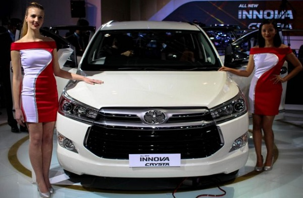 Toyota Innova Crysta Front View