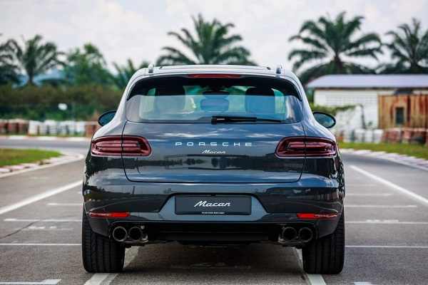 Porsche Macan 2016 Rear View