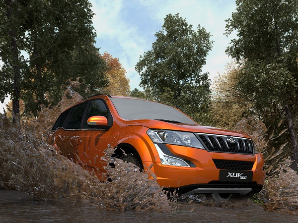 Mahindra XUV500 Side View