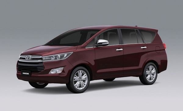 Toyota Innova Crysta Front Low View