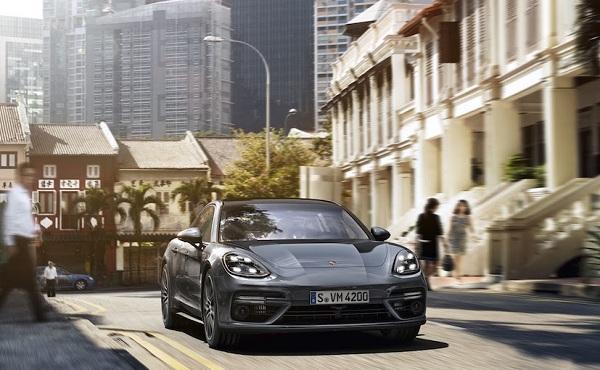 Porsche Panamera 2017 Front View