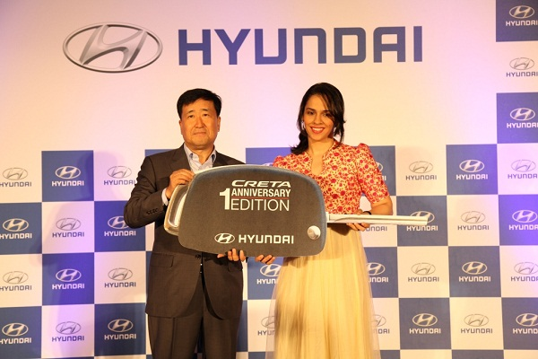 Sania Nehwal Receiving Keys of Creta Anniversary Edition