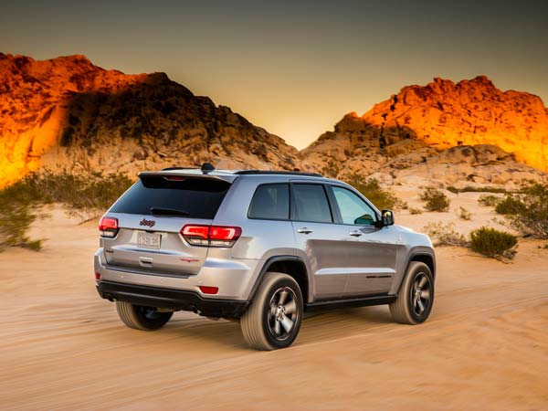 Jeep Grand Cherokee Trailhawk Rear View