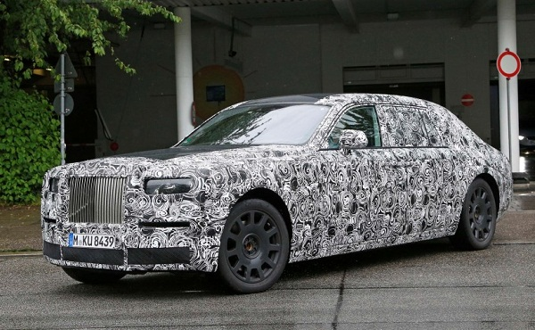 2018 Rolls-Royce Phantom Front Low View