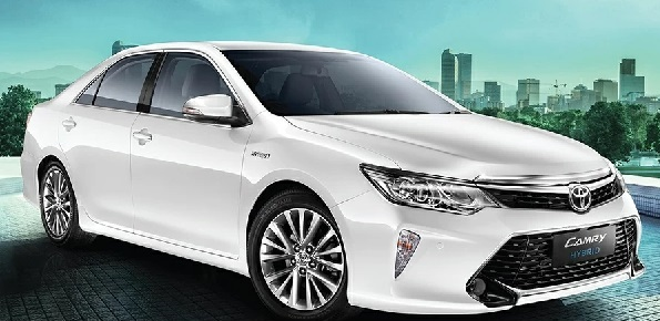 Toyota Camry Hybrid Front Low View