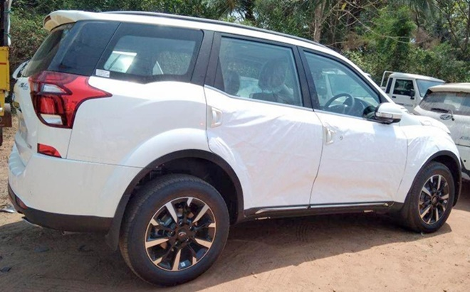 Mahindra XUV500 Facelift Side View