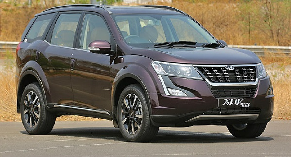 Facelift Mahindra XUV500 Front Side View
