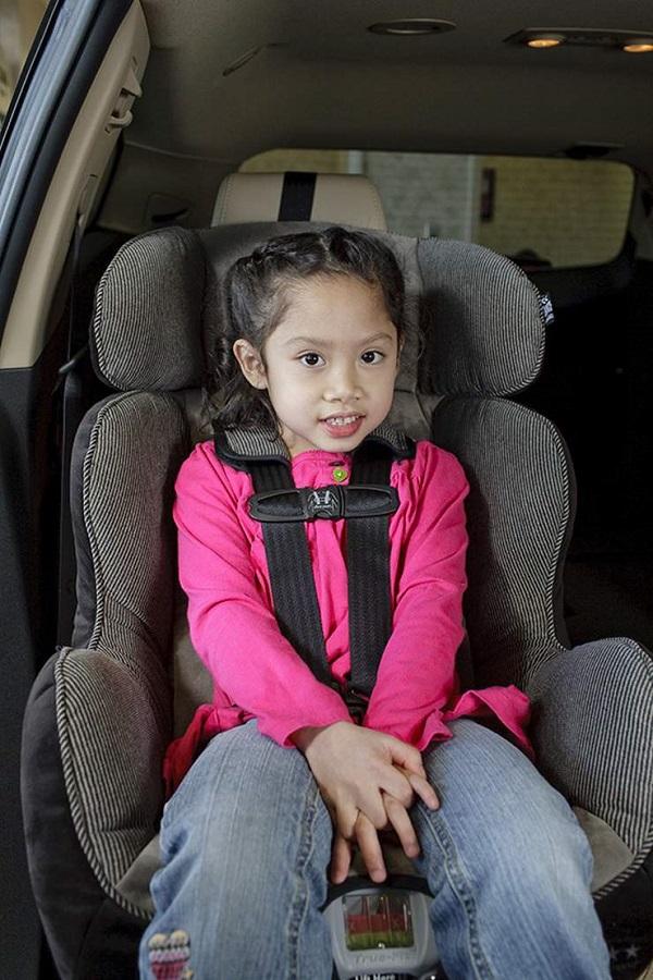 Always Put Seat Belt To the Children