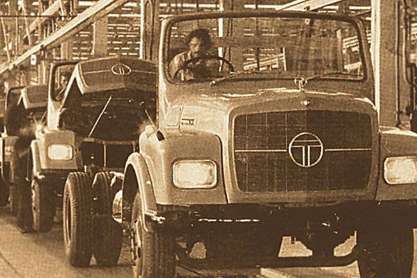 First Fleet of Trucks To Sri Lanka In 1961