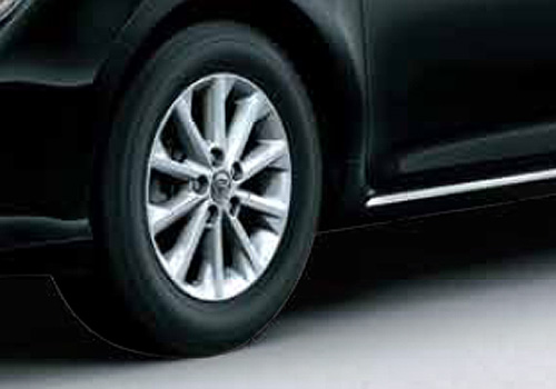 Toyota Camry Wheel and Tyre Exterior Picture