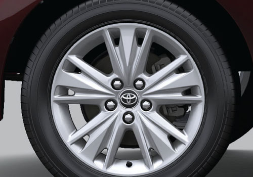 Toyota Innova Crysta Wheel and Tyre Exterior Picture