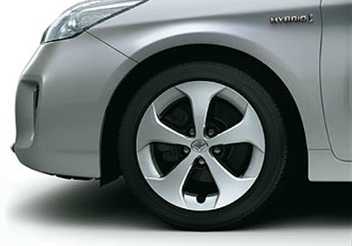 Toyota Prius Wheel and Tyre Exterior Picture