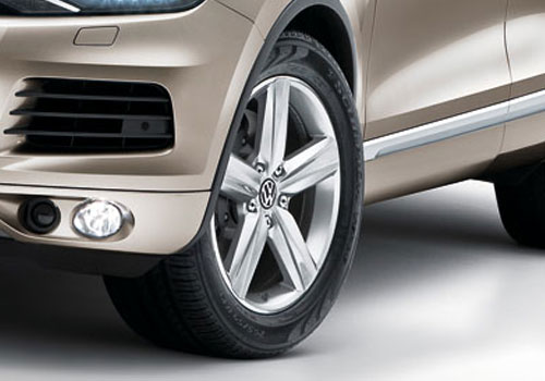 Volkswagen Touareg Wheel and Tyre Exterior Picture