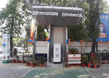 69,000 Petrol Pumps In The Country To Get Electric Charging Points